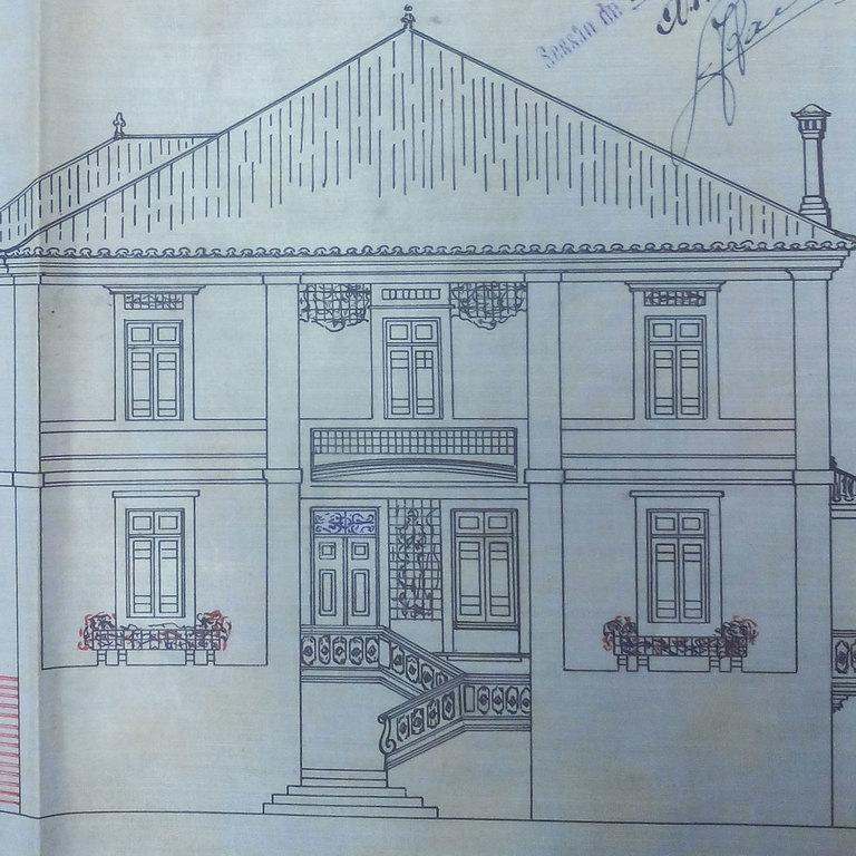 Alçado principal (poente) com alteração das escadas  (documento CMC)