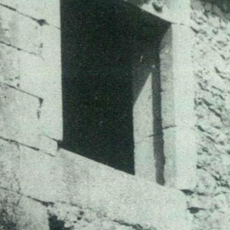 Detalhe da janela anterior antes das obras de recuperação - Fotografia de Pedro Dias