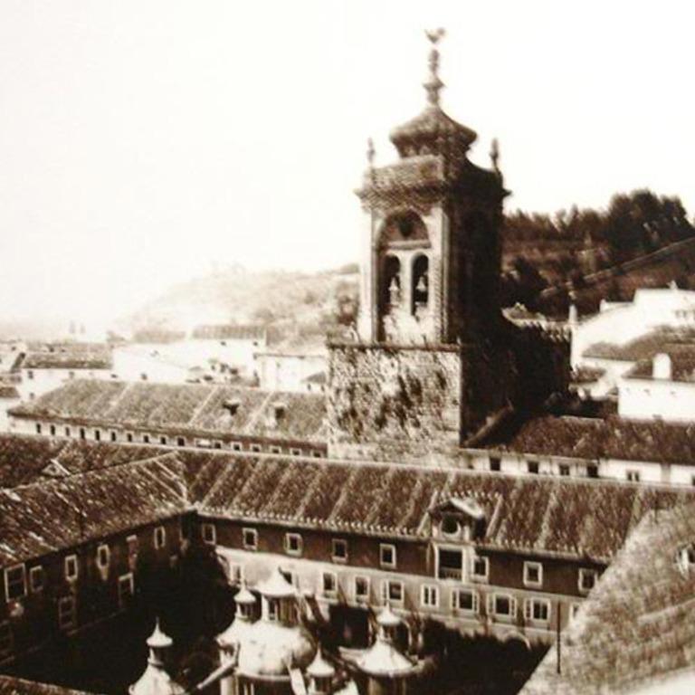 Fotografia antiga do Claustro da Manga e da Torre dos sinos de Santa Cruz
